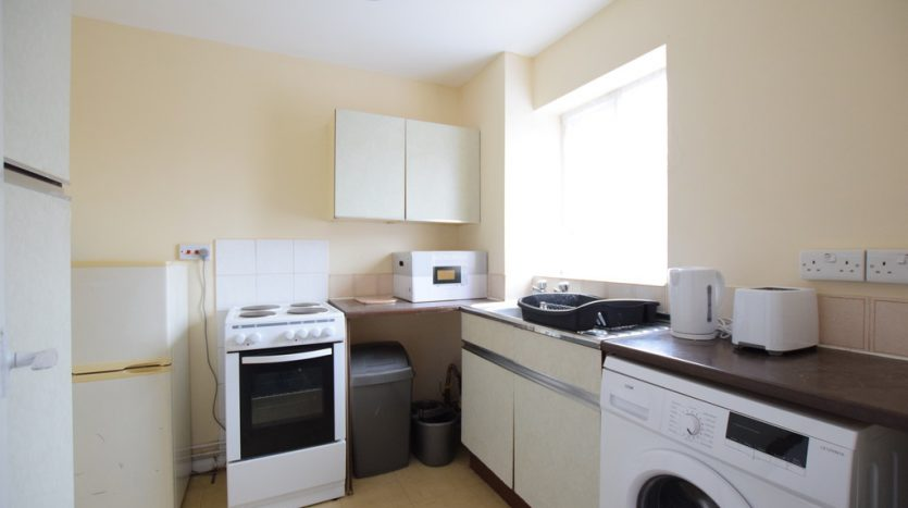 1 Bedroom Studio To Rent in Blacksmith Close, Chadwell Heath, RM6
