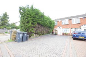 3 bedroom Houses for sale in Fencepiece Road Chigwell