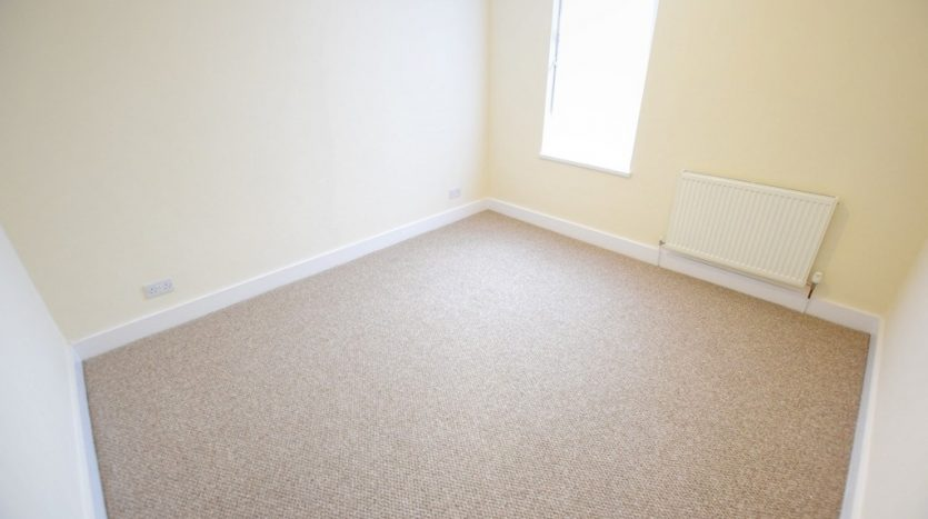 2 Bedroom Flat To Rent in Hainault Street, Ilford