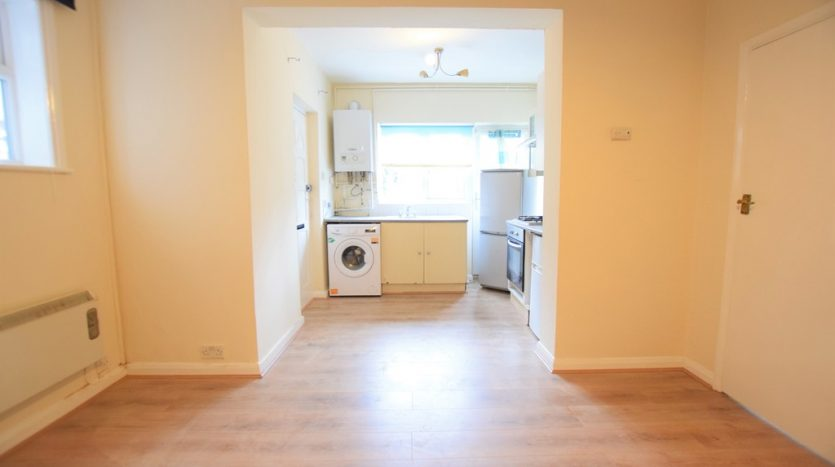 1 Bedroom Flat For Sale in Mcintosh Road, Romford, RM1