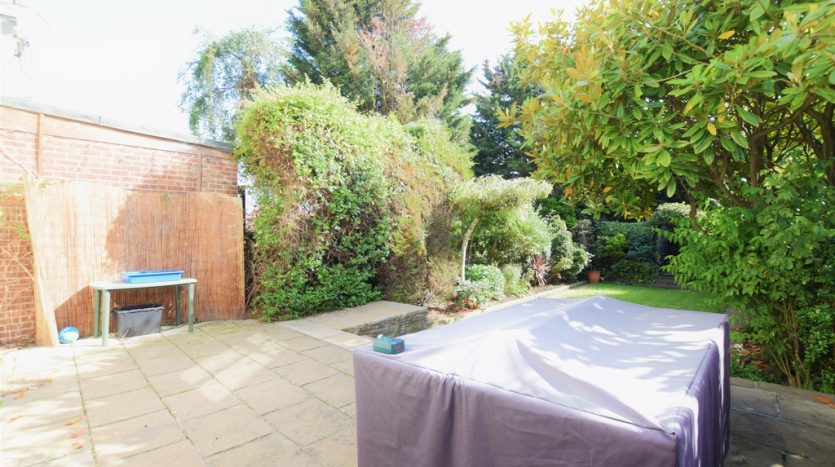 3 Bedroom End Terraced House To Rent in Rushden Gardens, Barkingside