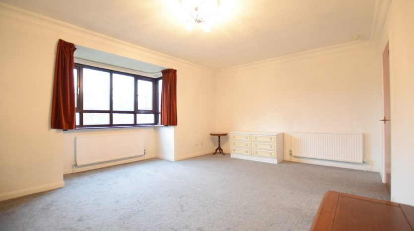 2 Bedroom Apartment To Rent in Park Avenue, Ilford, IG1