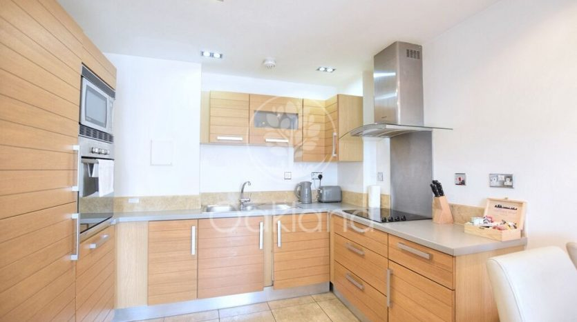 2 Bedroom Apartment For Sale in Limeharbour, Canary Wharf, E14