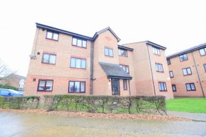 1 bedroom Apartments to rent in Plumtree Close Dagenham