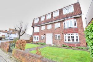 1 bedroom Apartments to rent in Tomswood Hill Chigwell
