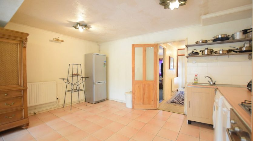 4 Bedroom Mid Terraced House For Sale in Great Cullings, Romford, RM7