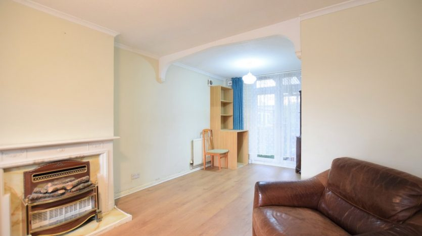 3 Bedroom End Terraced House For Sale in Bysouth Close, Clayhall, IG5