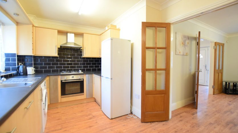 3 Bedroom End Terraced House To Rent in Hurstleigh Gardens, Clayhall, IG5